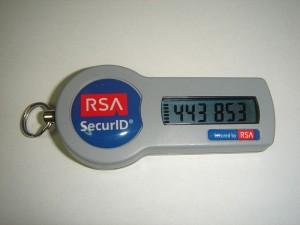 SecurID Token, Schluesselanhaenger mit kleinem Display. Display zeigt 6 zahlen die jede Minute neu berechnet werden.